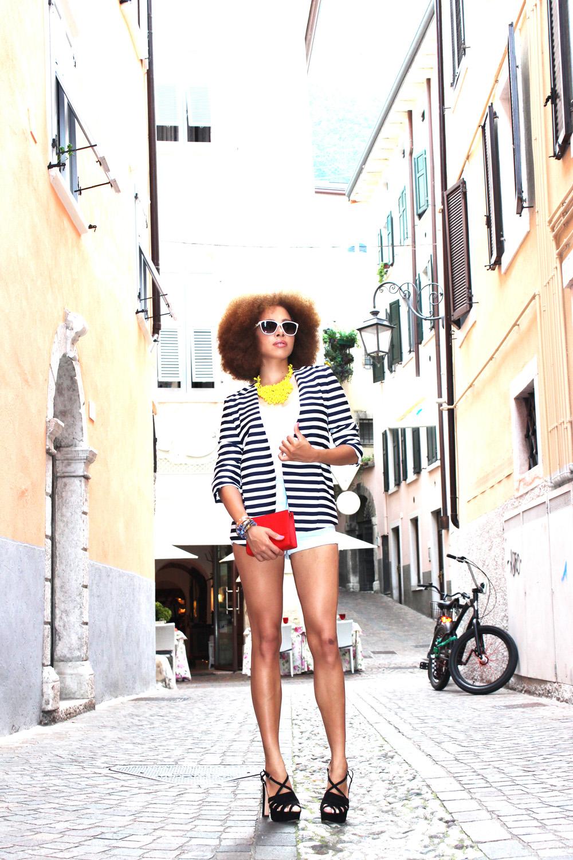 fatimayarie-afro-moschino-italia-stripedblazer-jeansshorts-heels-img_0038