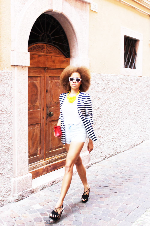 fatimayarie-afro-moschino-italia-stripedblazer-jeansshorts-heels-img_0087