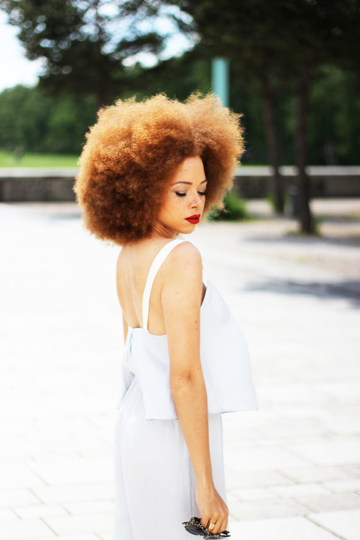 fatimayarie-afro-naturalhair-freckles-curlyhair-redhair-lightgrey-jumper-img_7024
