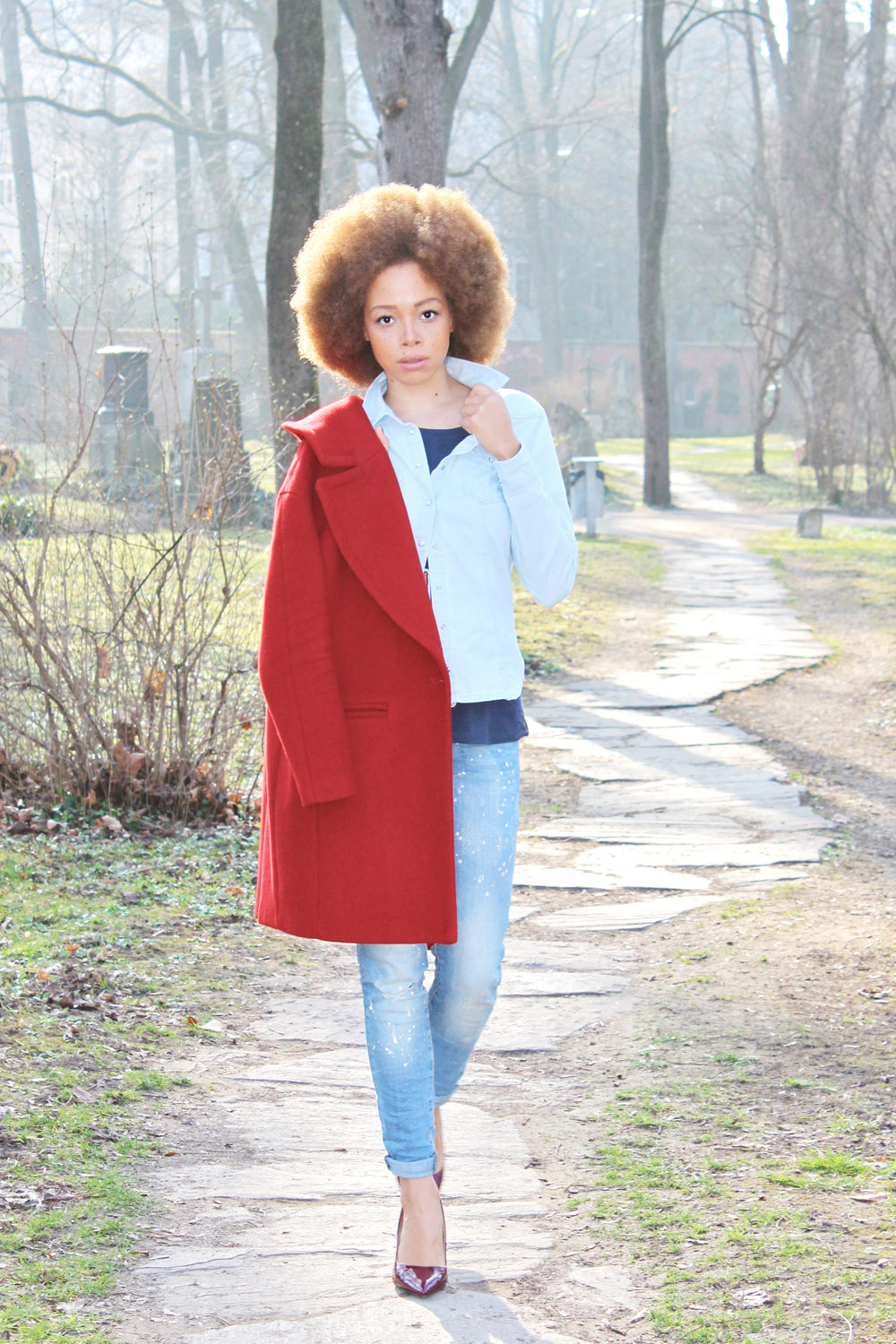 fatimayarie-afroblogger-fashionblogger-mango-blue-jeans-look-red-coat-img_2892
