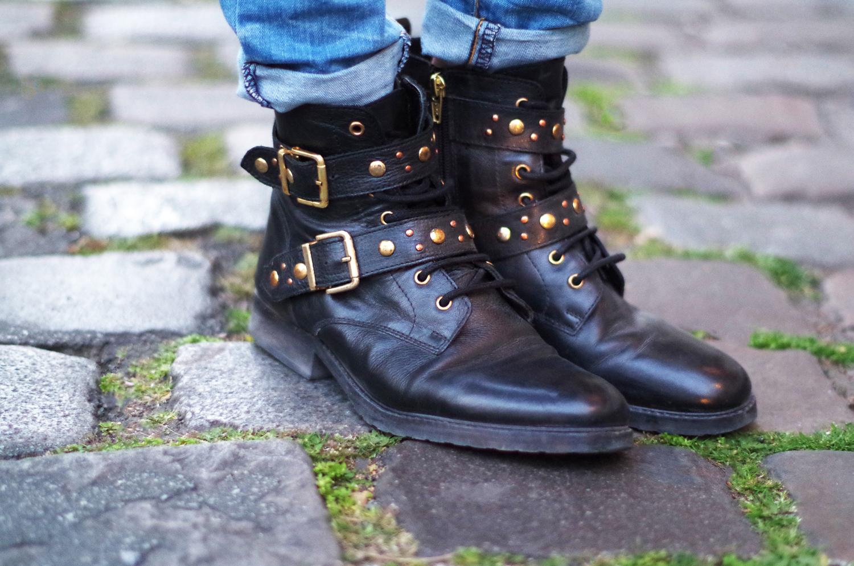 fatimayarie-black-bikerboots-studded-goldendetails-ankleboots-imgp0059