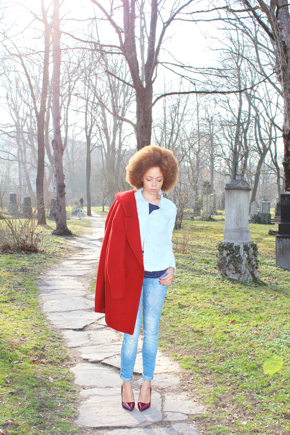 fatimayarie-blue-jeans-mango-afro-red-coat-heels-munichblogger-img_2887
