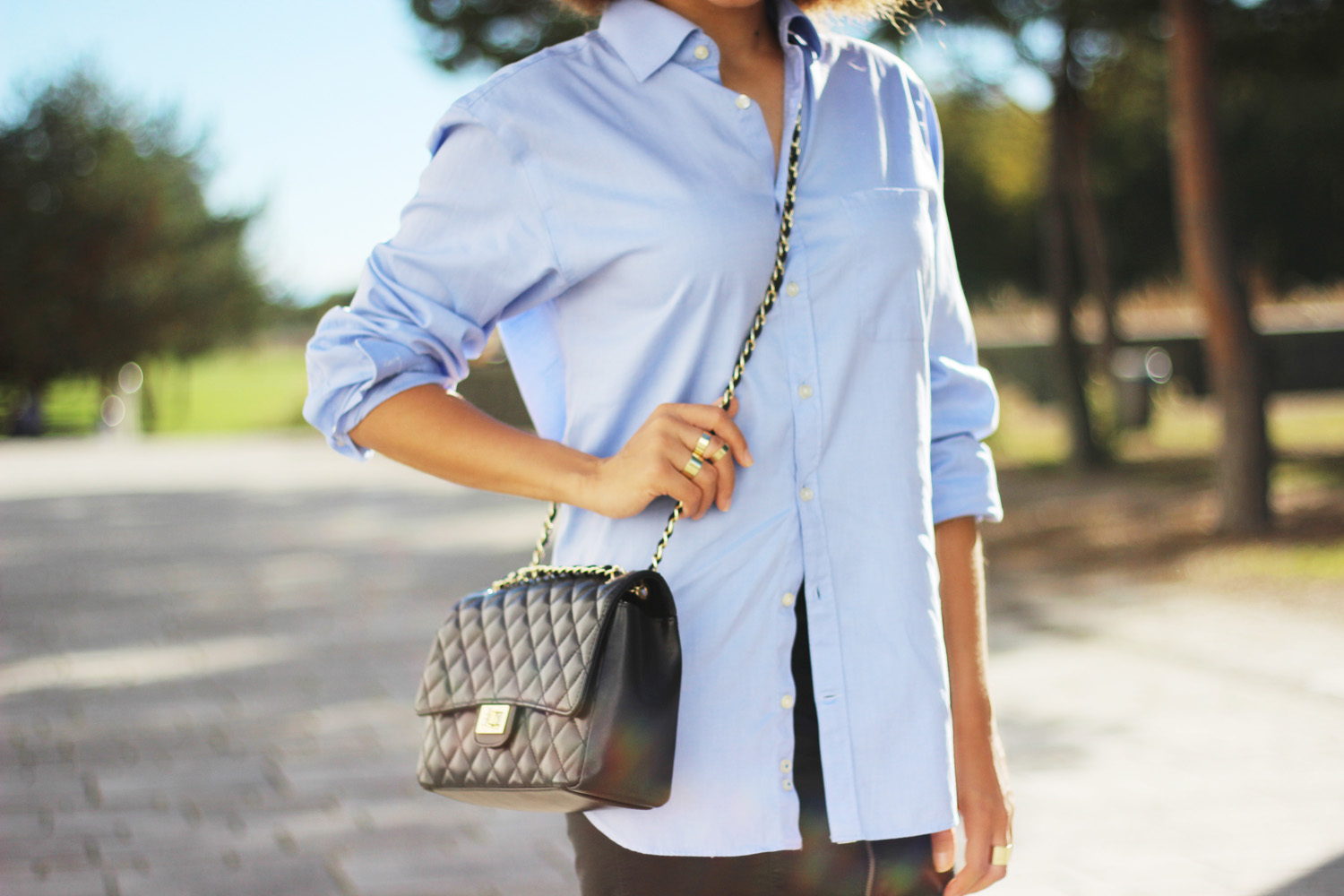 fatimayarie-blue-mensshirt-blackshoulderbag-chanel-fashionblogger-img_3435