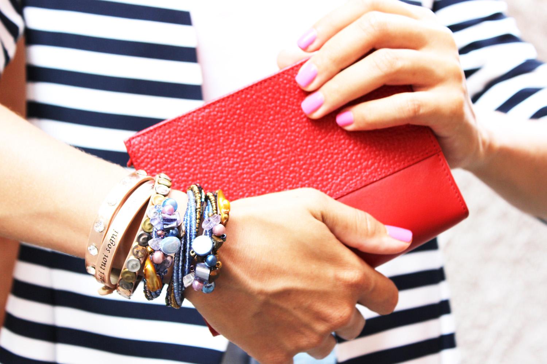 fatimayarie-bracelets-parmigiano-clutch-stripedblazer-fashionista-img_0101