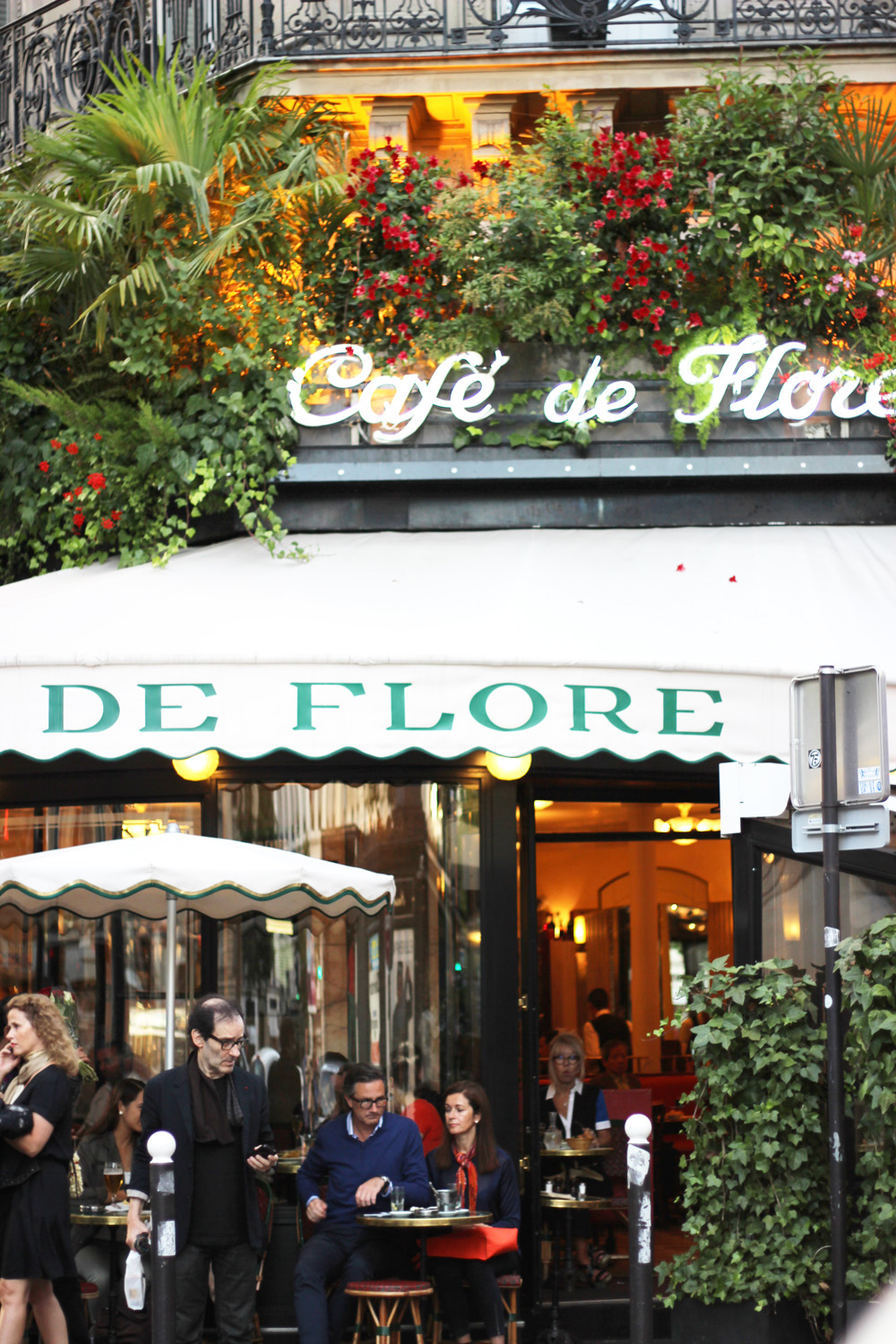 fatimayarie-cafedeflore-paris-travel-hotspots-flowers-img_1094