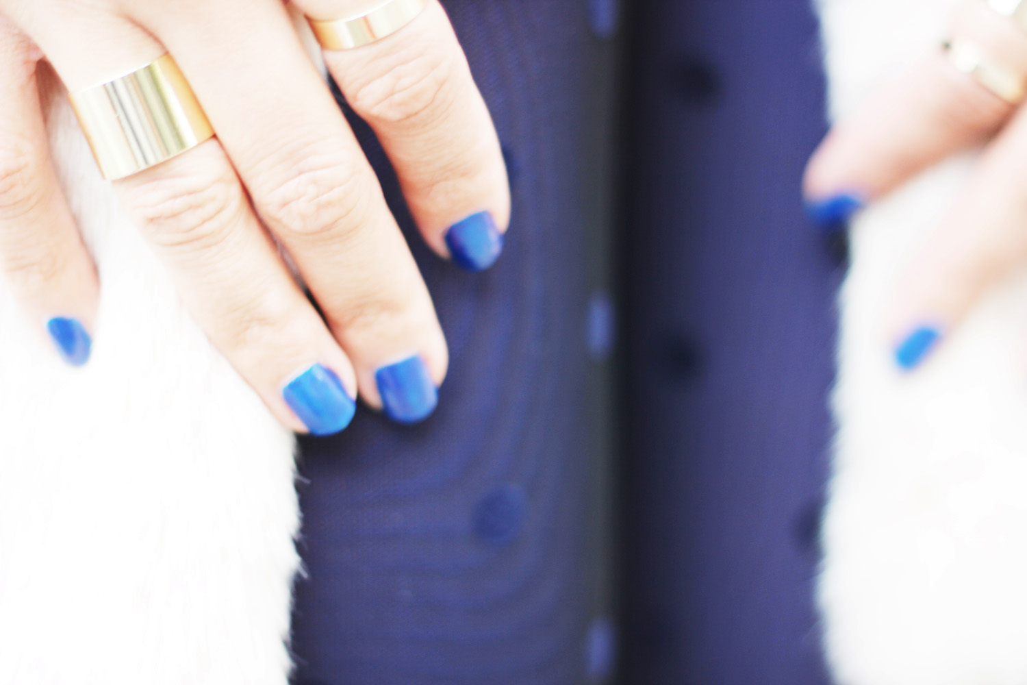 fatimayarie-calzedonia-bluedots-tights-bluenails-rings-styleblog-img_1004