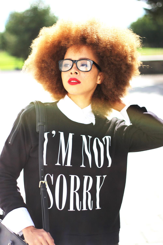 fatimayarie-collegelook-imnotsorry-afro-redhair-blacksweater-glasses-img_2420