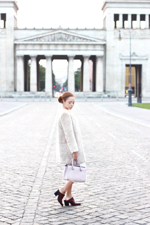 fatimayarie-culottes-rose-fauxfurcoat-mules-satchelbag-koenigsplatz-muenchen-img_1461
