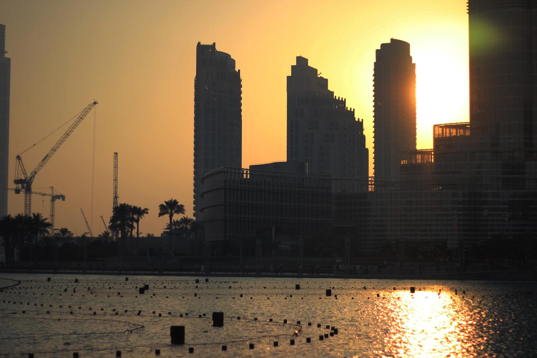 fatimayarie-dubai-sunset-skyline-burjkhalifa-fountain-skyscraper-img_4428