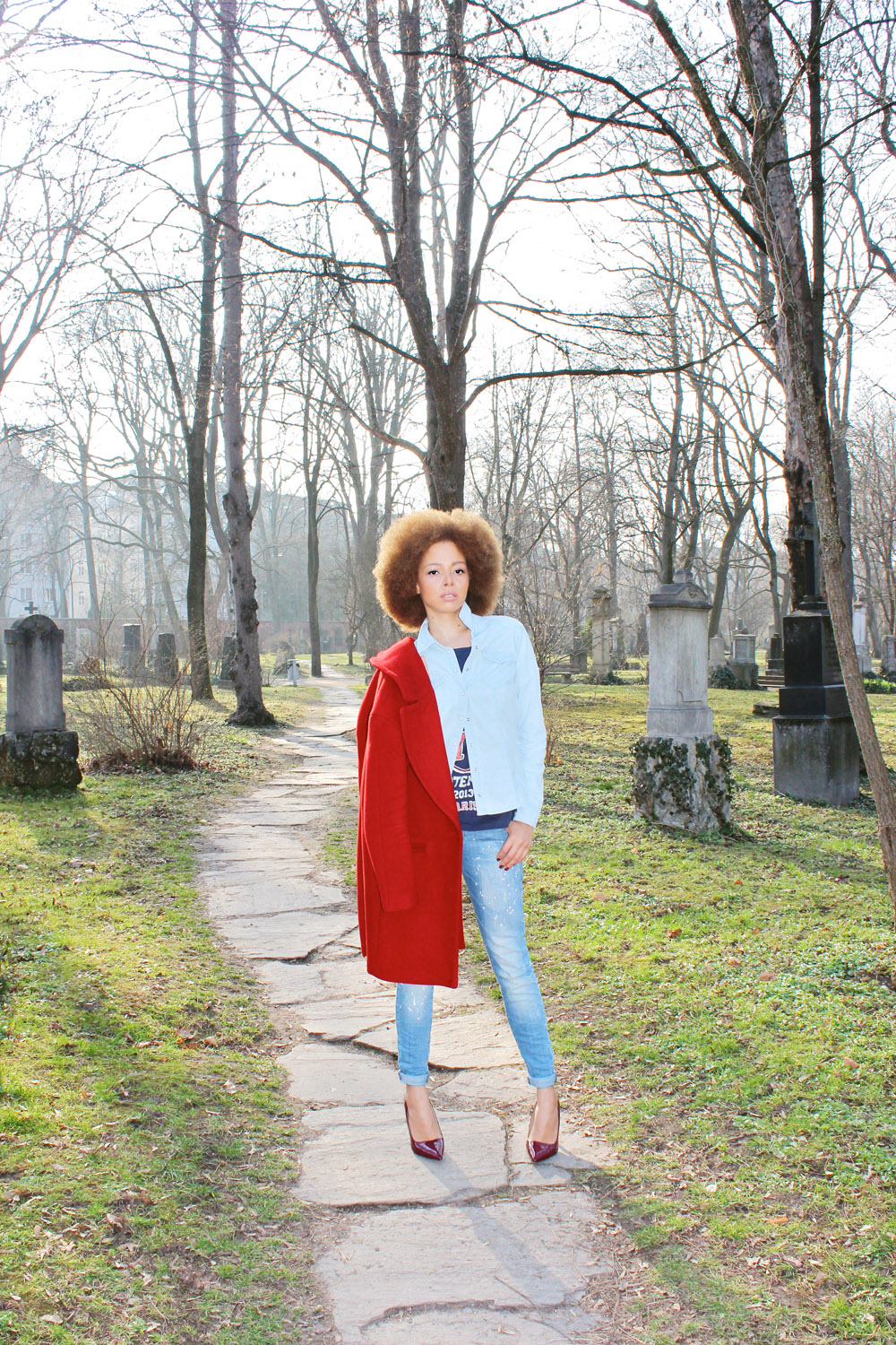 fatimayarie-fashionblogger-mango-blue-jeans-zara-red-coat-afro-img_2889