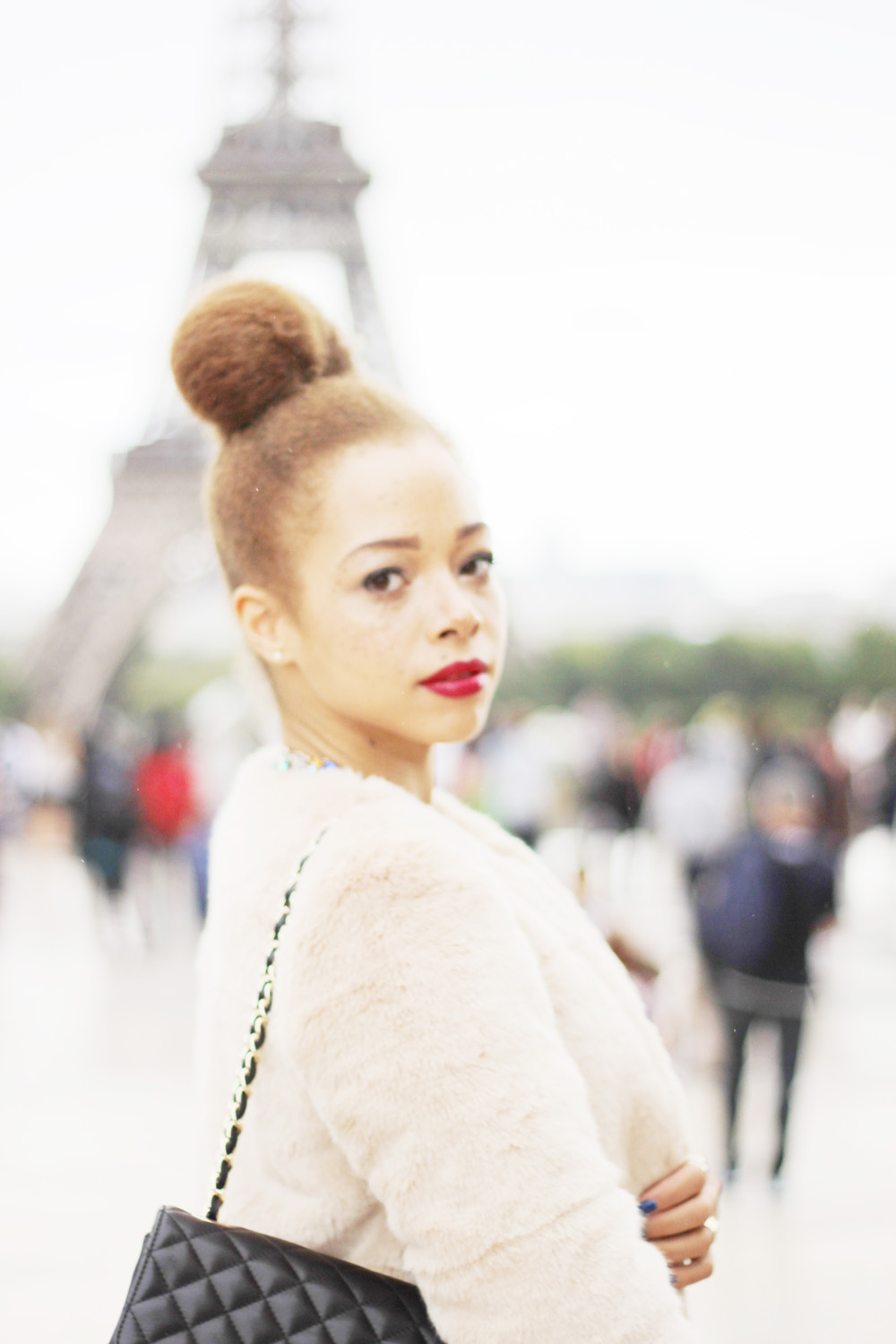 fatimayarie-fauxfur-coat-mixedgirl-paris-toureiffel-chanel-bag-img_0534