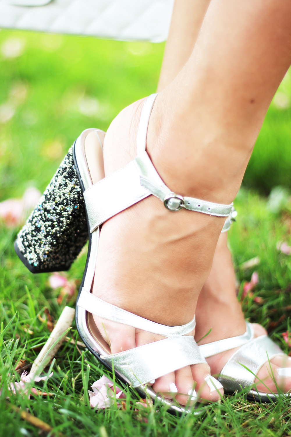 fatimayarie-glitter-highheels-silver-shoes-fashionblog-img_0234