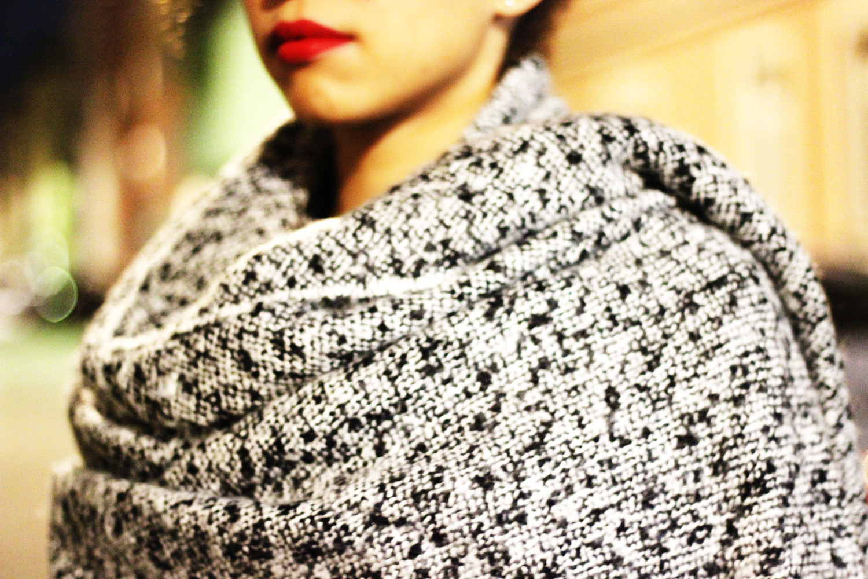 fatimayarie-grey-scarf-scarfcape-patterned-black-fashionblog-img_1765