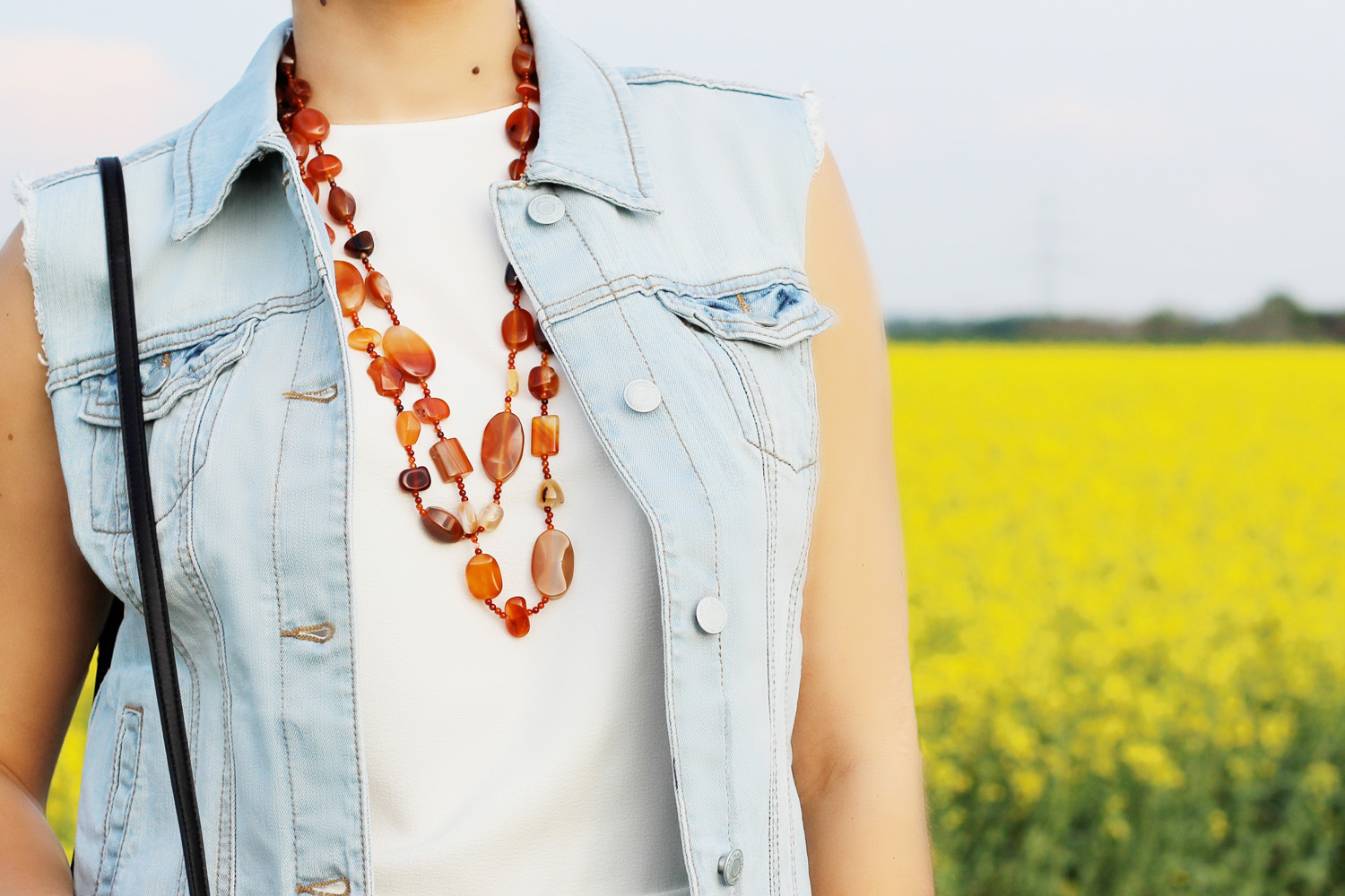 fatimayarie-jeans-vest-necklace-styleblog-whitetop-img_3615