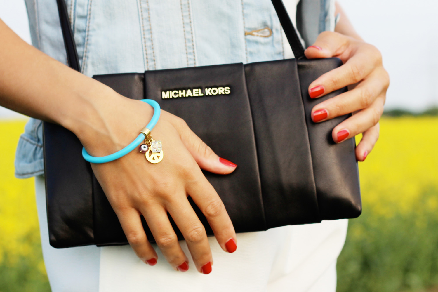 fatimayarie-michaelkors-clutch-nappaleather-blue-bracelet-greece-img_3621
