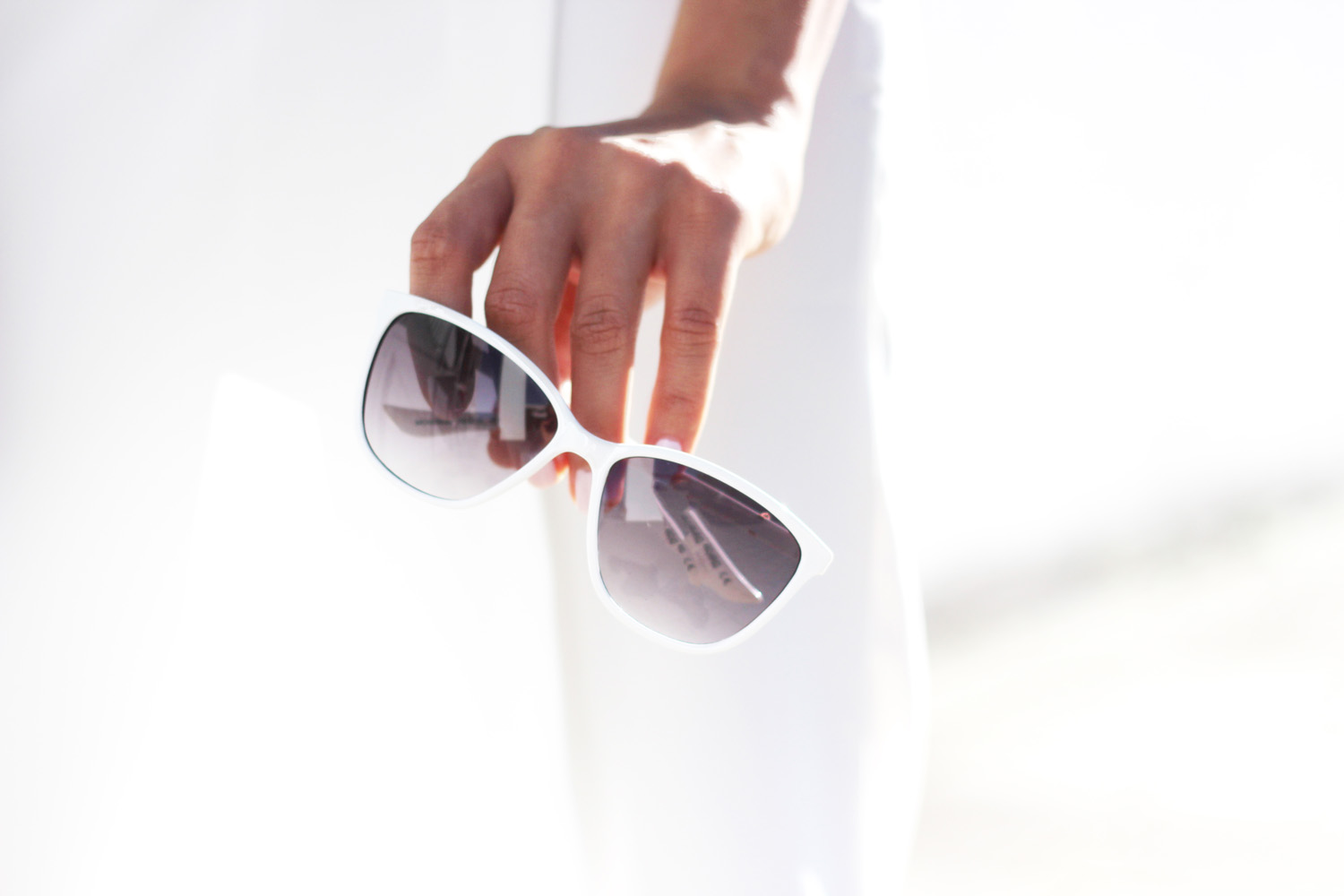 fatimayarie-moschino-white-sunglasses-styleblogger-munich-img_4412