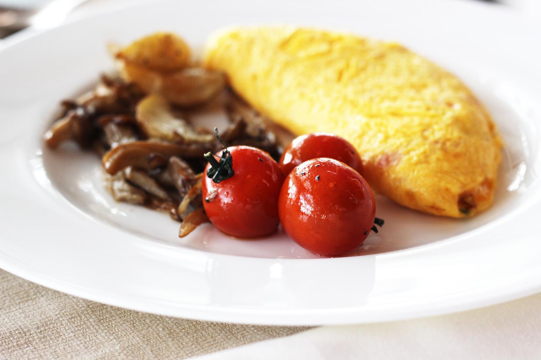 fatimayarie-oriental-breakfast-omelette-abudhabi-dubai-img_6500