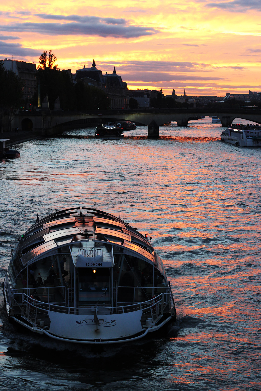 fatimayarie-paris-sunset-pink-orange-pontneuf-bateaumouche-img_1171