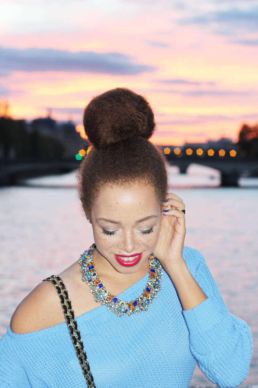 fatimayarie-paris-sunset-pontdesarts-girl-love-highbun-lightbluesweater-img_1206