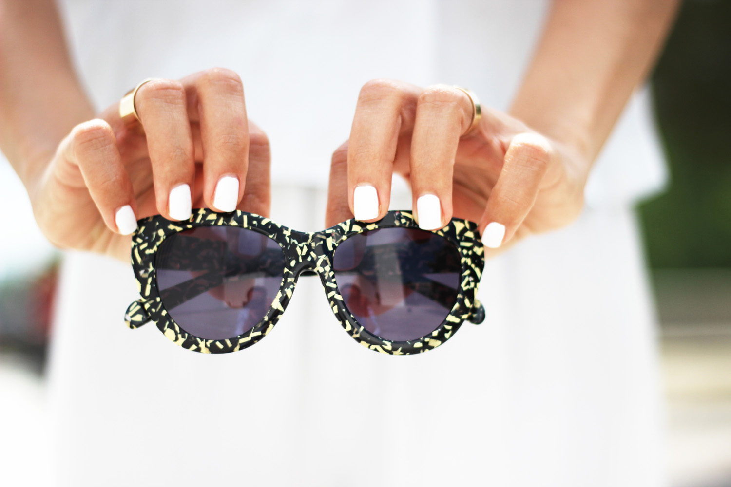 fatimayarie-patterned-sunglasses-whitenails-essienails-img_7494