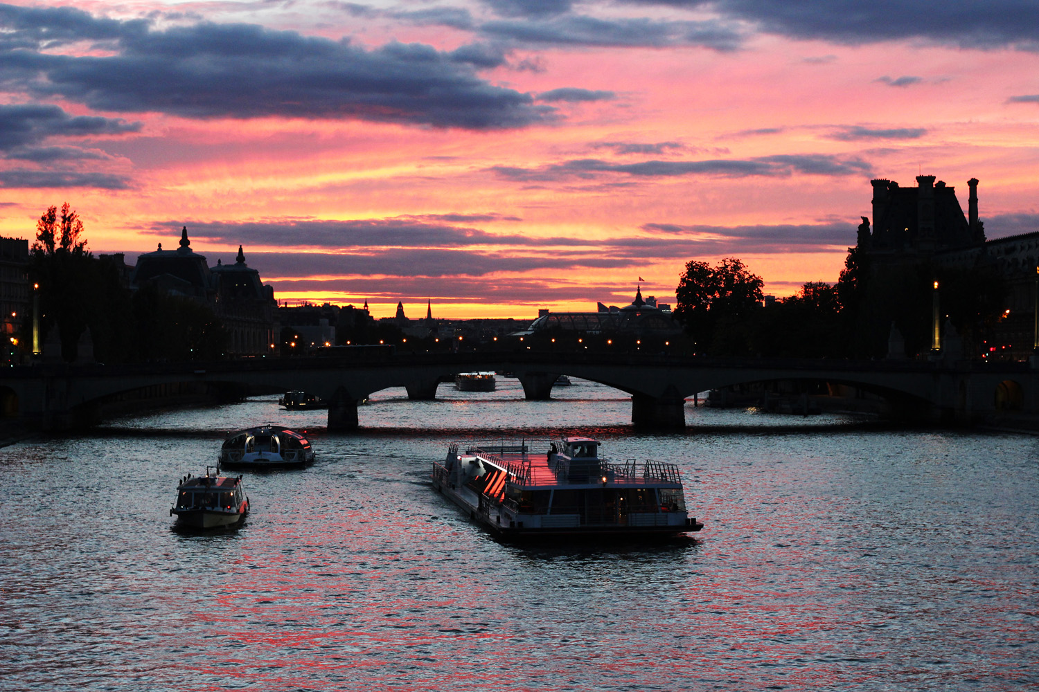 fatimayarie-pink-sunset-breathtaking-orange-sunrise-seine-pontdesarts-img_1227
