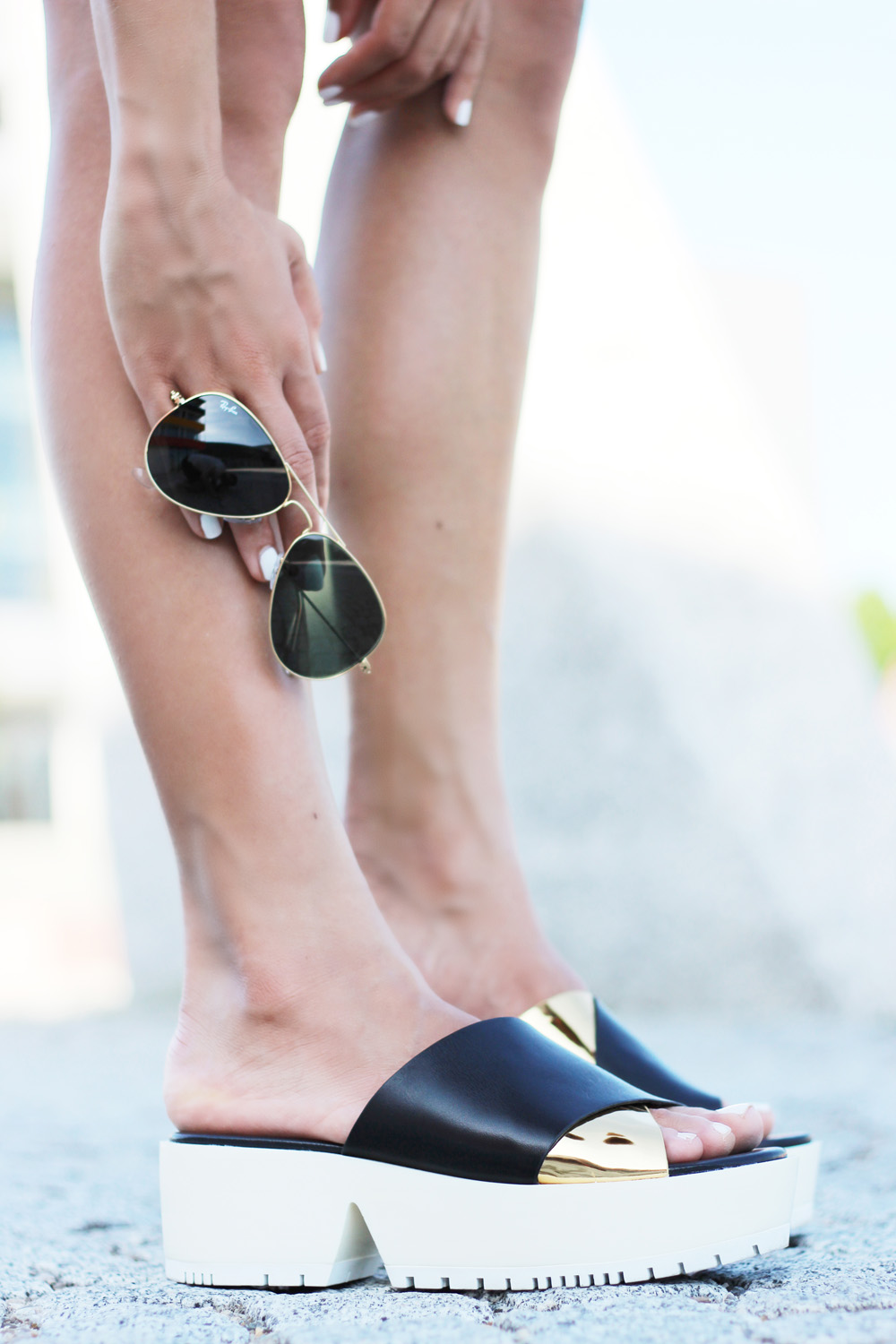 fatimayarie-plateau-sandals-platformshoes-clogs-rayban-sunglasses-img_8631