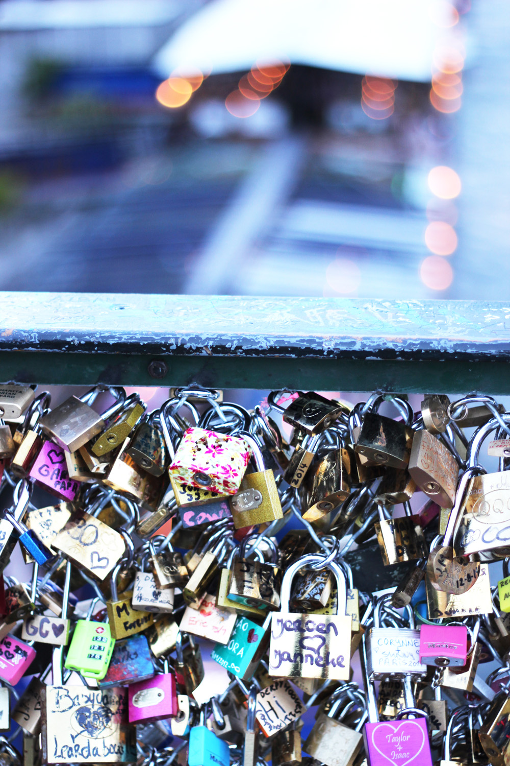 fatimayarie-pontdesarts-paris-lovelocks-sunset-img_1132