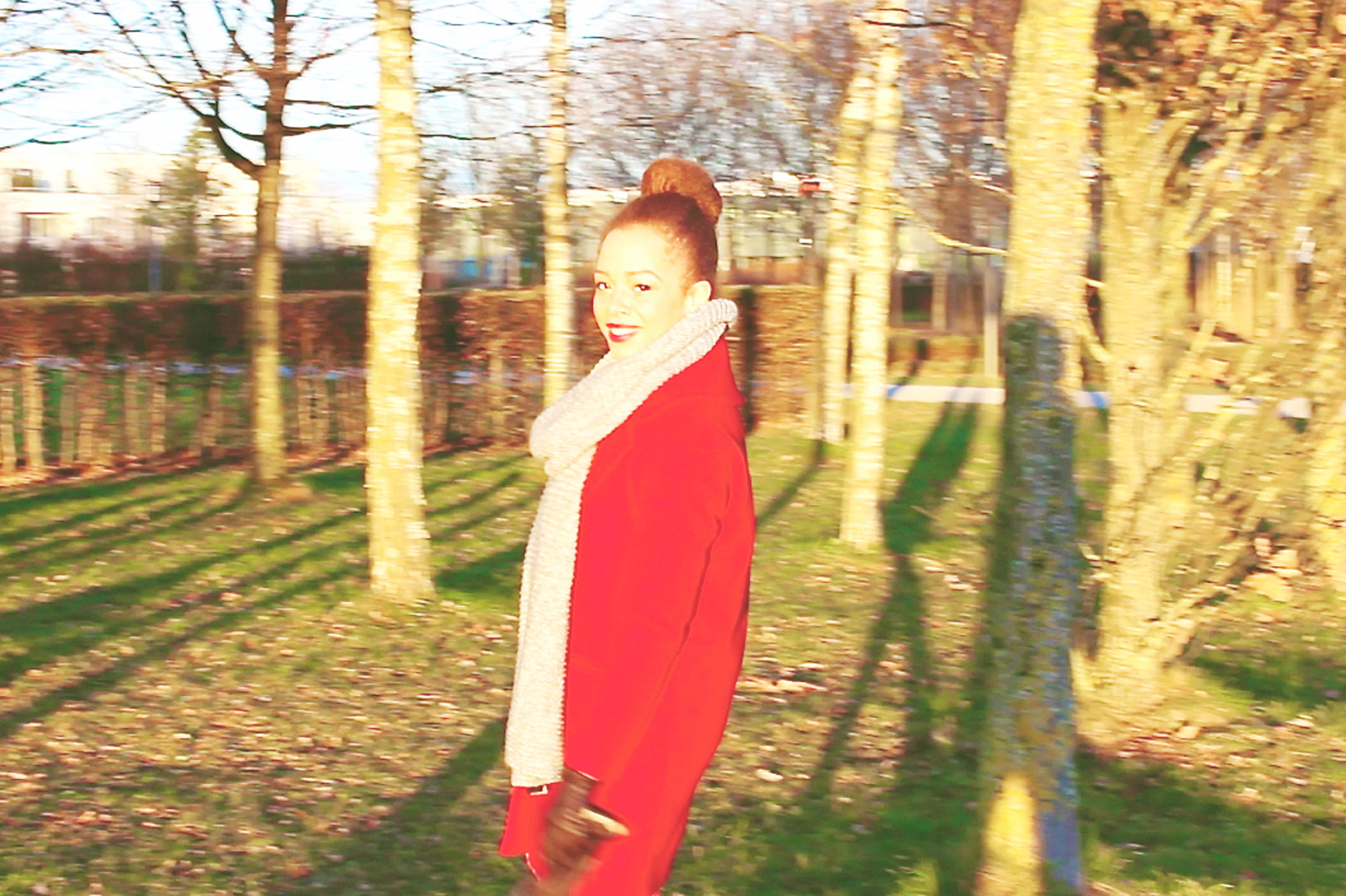 fatimayarie-red-coat-silver-chelsea-boots-rotermantel