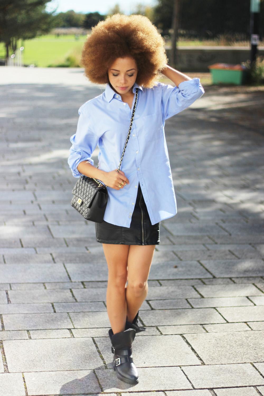 fatimayarie-royrobson-bluemensshirt-blackskirt-fauxleather-naturalhair-redcurls-fashionblog-img_3402