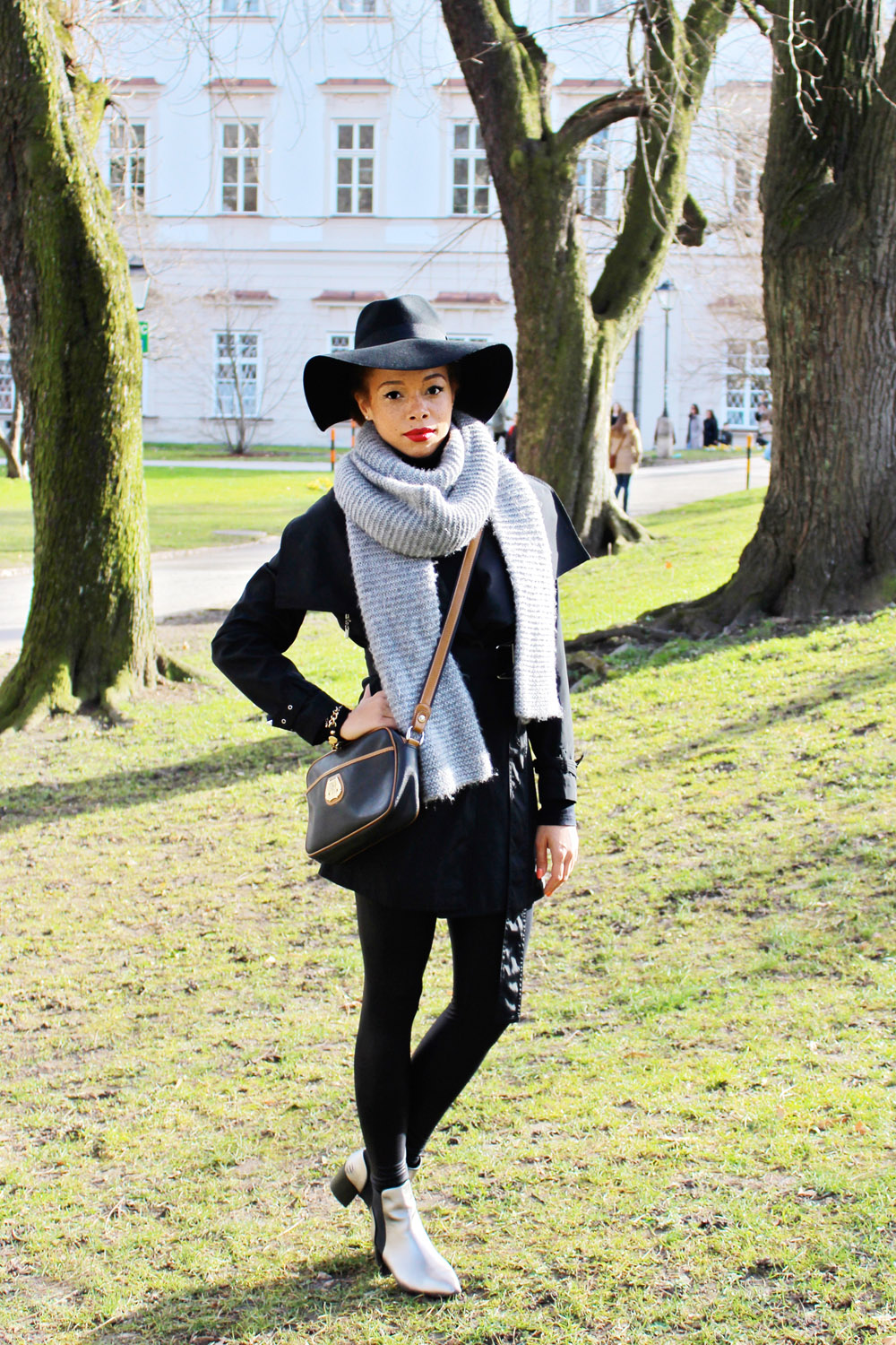 fatimayarie-salzburg-black-hat-lancel-bag-chelseaboots-img_1885