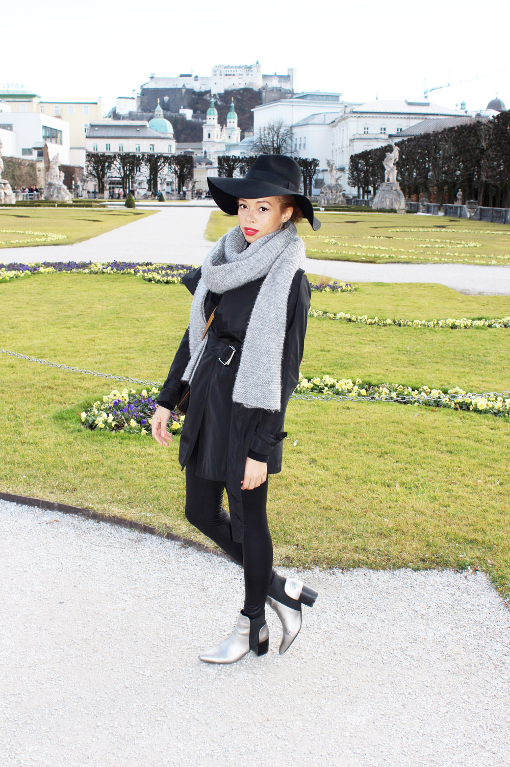 fatimayarie-salzburg-black-hat-lancel-bag-chelseaboots-img_1940