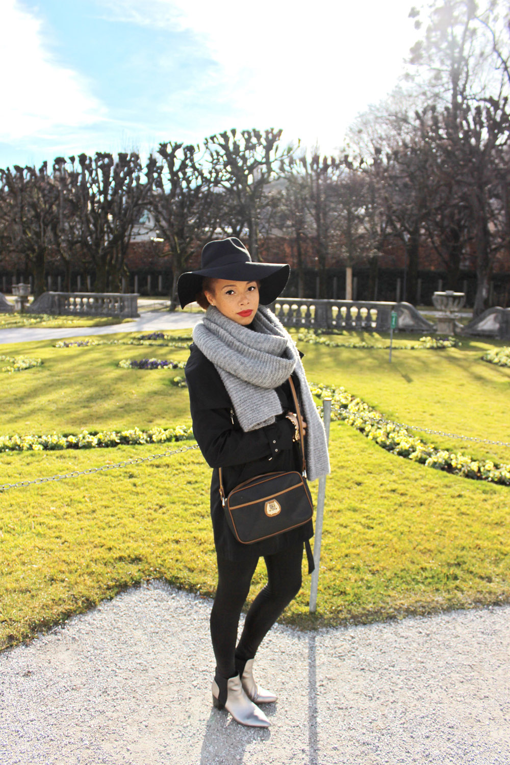 fatimayarie-salzburg-black-hat-lancel-bag-chelseaboots-img_1998