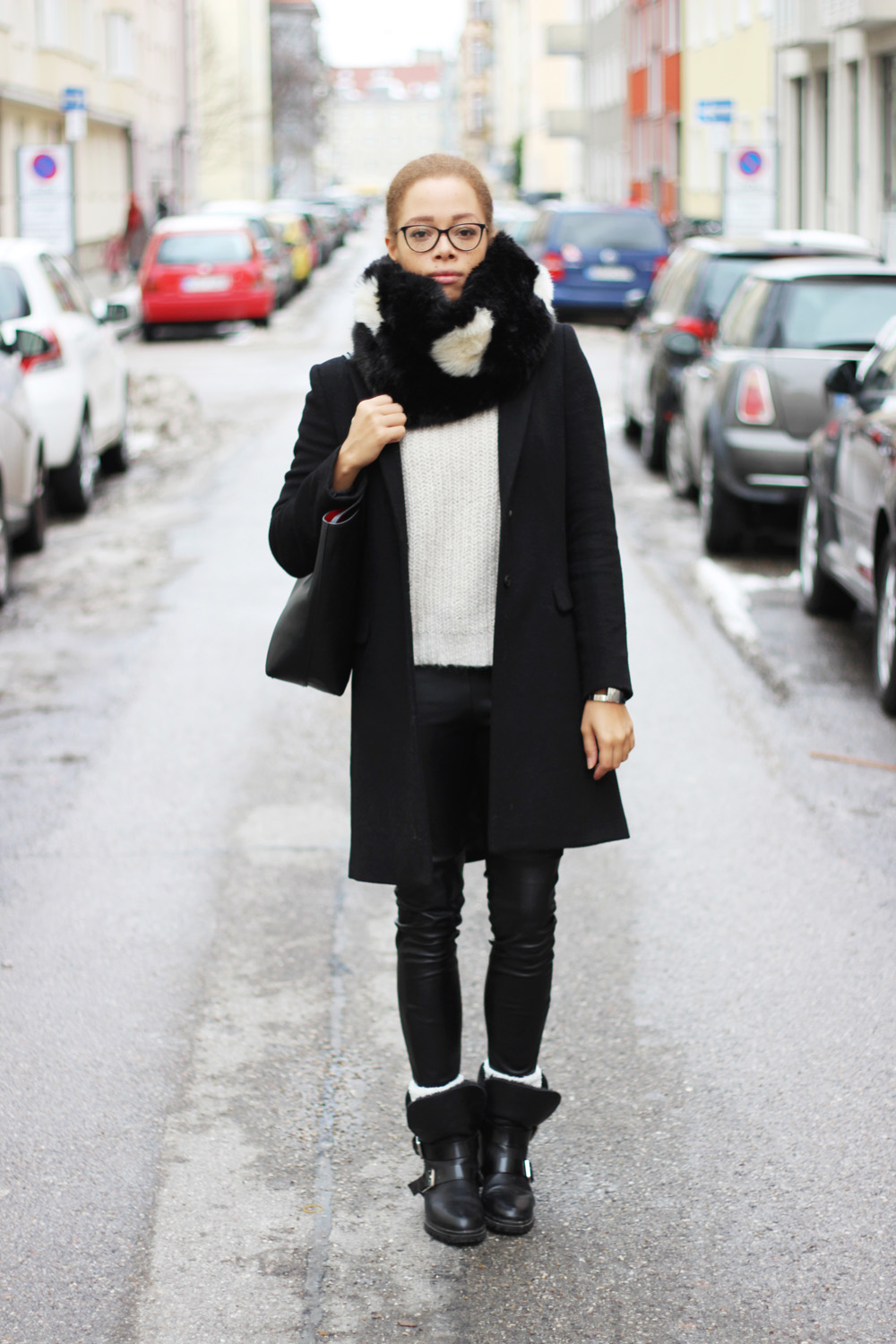 fatimayarie-snood-blackandwhite-blackcoat-leatherpants-bikerboots-img_5968