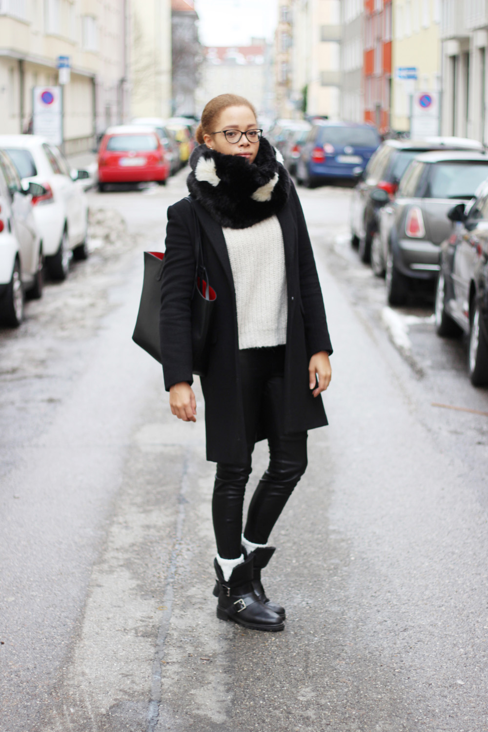 fatimayarie-snood-blackandwhite-blackcoat-leatherpants-bikerboots-img_5970