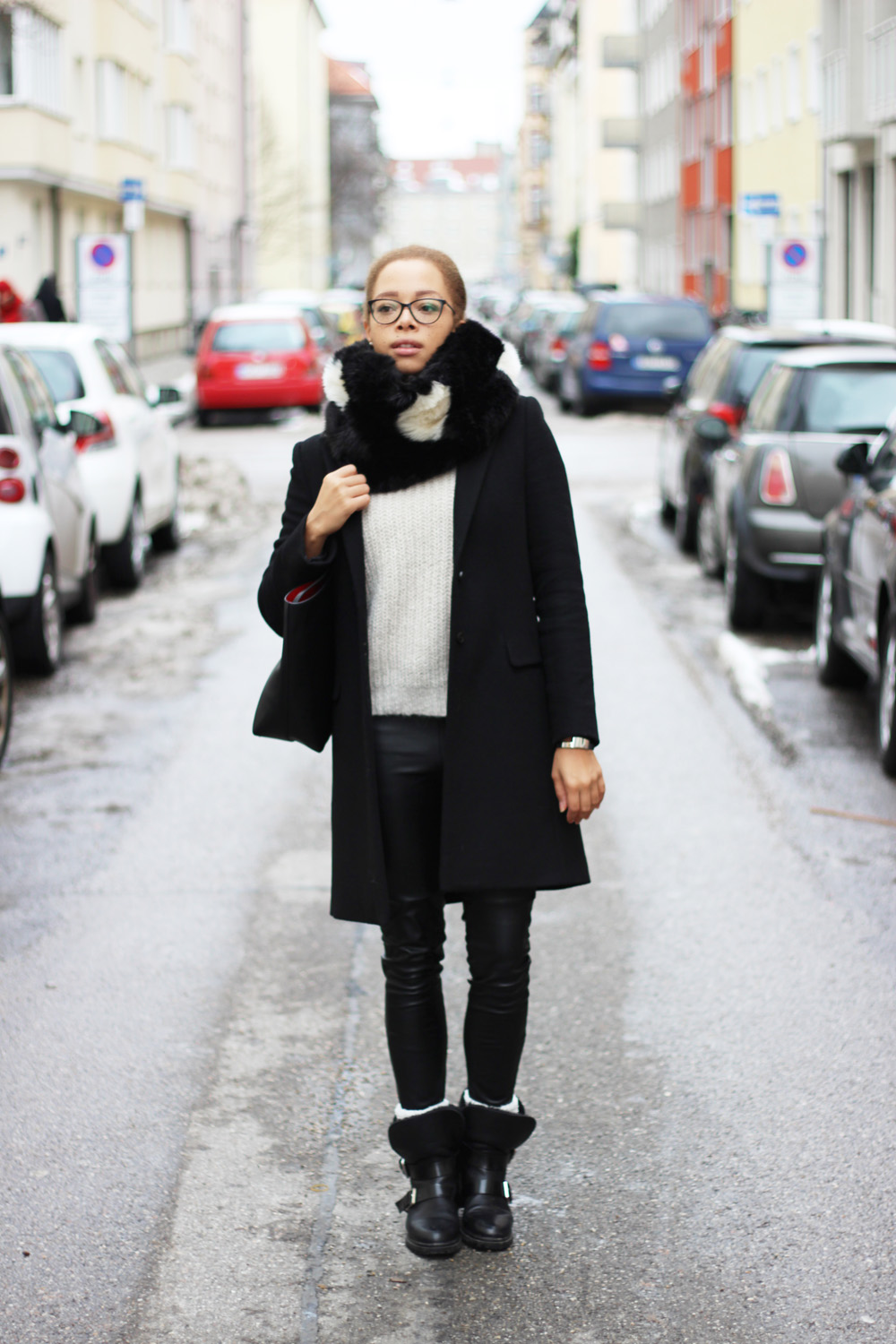 fatimayarie-snood-blackandwhite-blackcoat-leatherpants-bikerboots-img_5973
