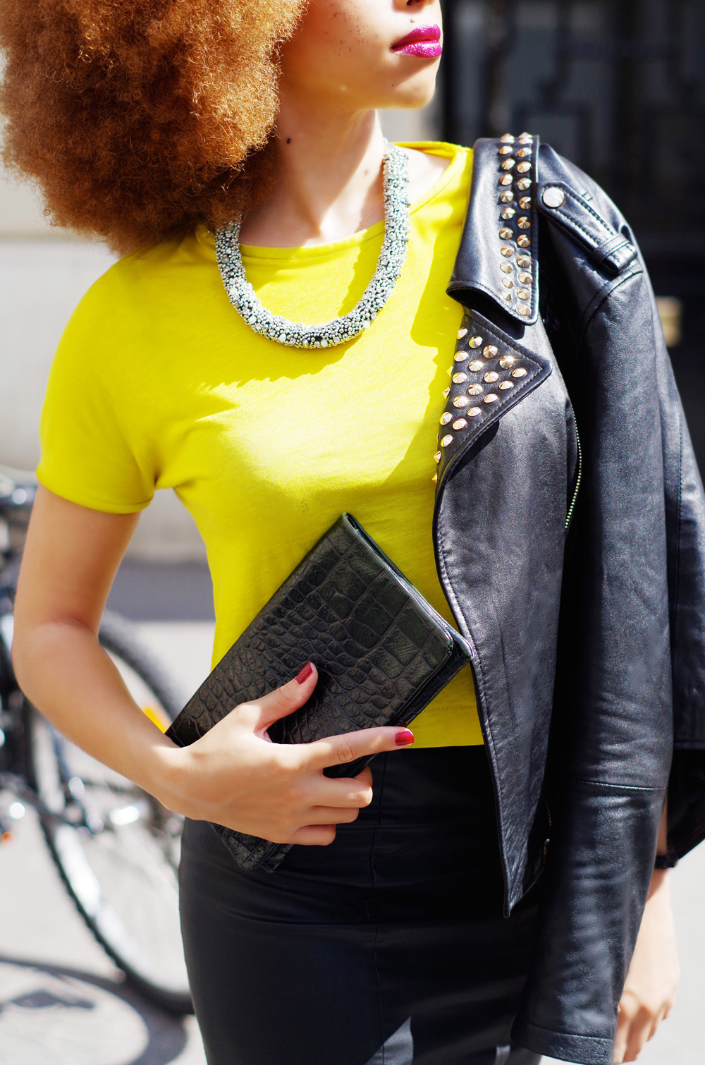 fatimayarie-streetstyle-paris-redafro-black-leatherjacket-neontop-imgp9013