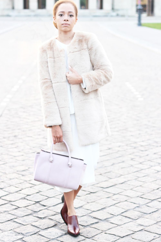 fatimayarie-whiteculottes-rose-fauxfurcoat-bowlingbag-mules-fashionblog-img_1477