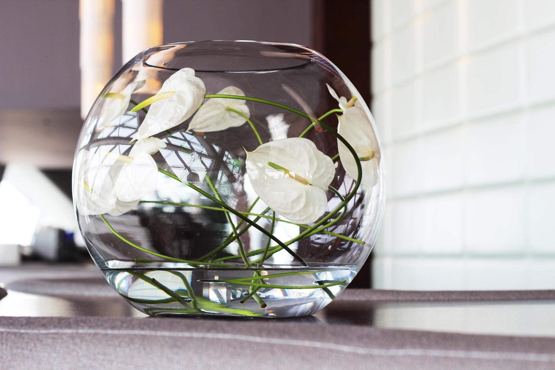 fatimayarie-whiteflowers-vase-homedecor-hotel-abudhabi-hyatt-img_6505