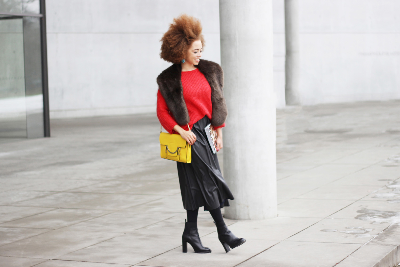 fatimayarie-afro-coccinelle-lemonbag-redsweater-fauxfurscarf-pleatedskirt-vogue-img_6478