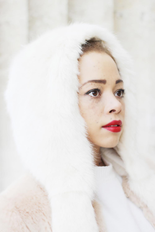 fatimayarie-freckles-white-fauxfur-cap-coat-redlips-img_6742