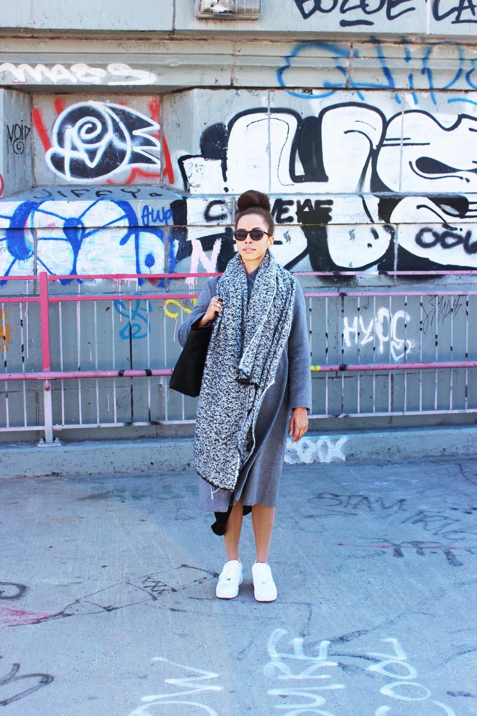 fatimayarie-newyorkcity-grey-maxicoat-scarf-streetstyle-williamsburg-img_8018