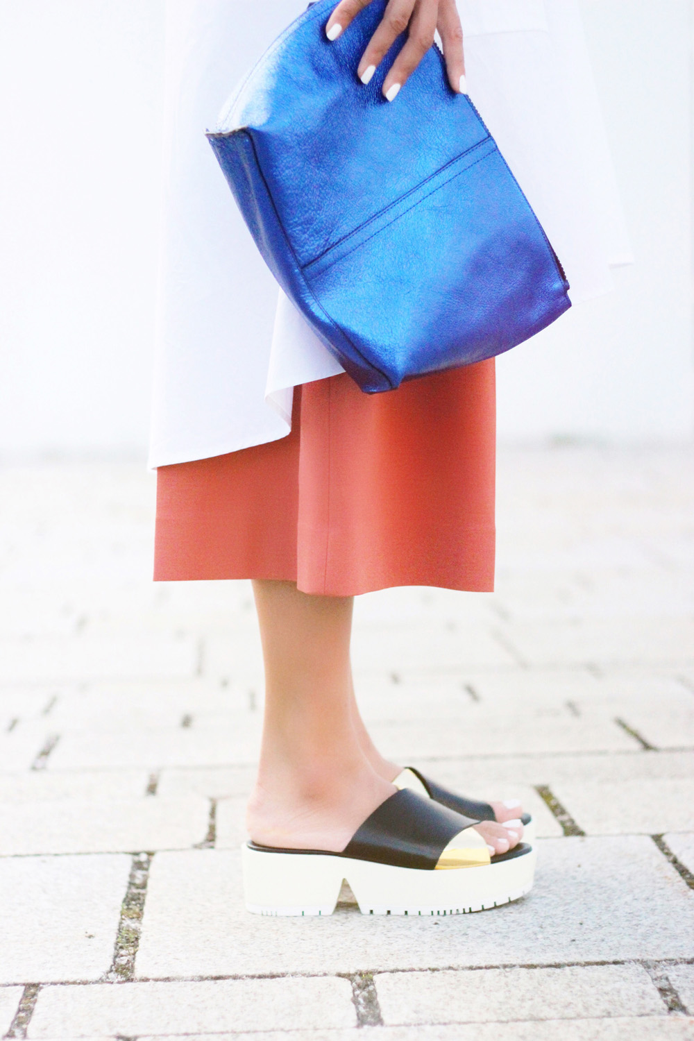 fatimayarie-copper-culottes-plateau-sandals-neon-blue-clutch-img_9390