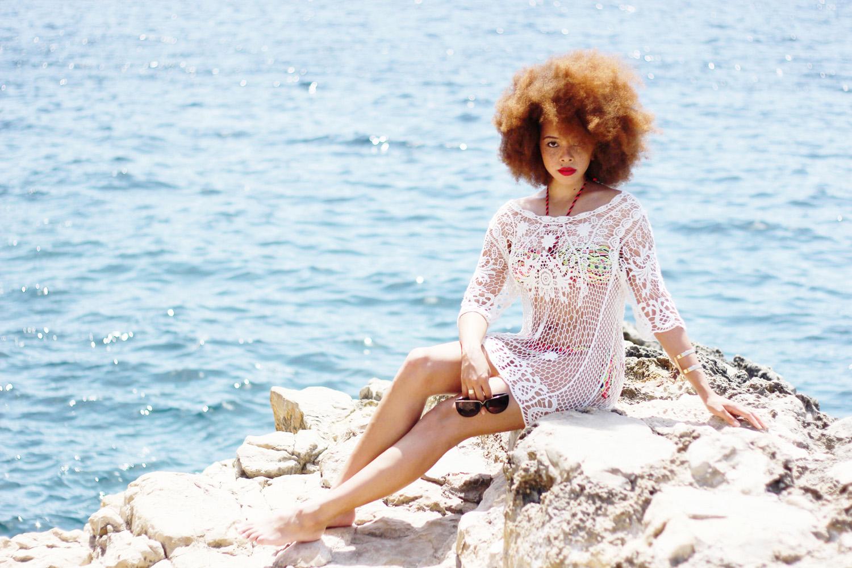 fatimayarie-afro-freckles-redcurls-bikini-girl-naturalcurls-mallorca-beach-img_2072