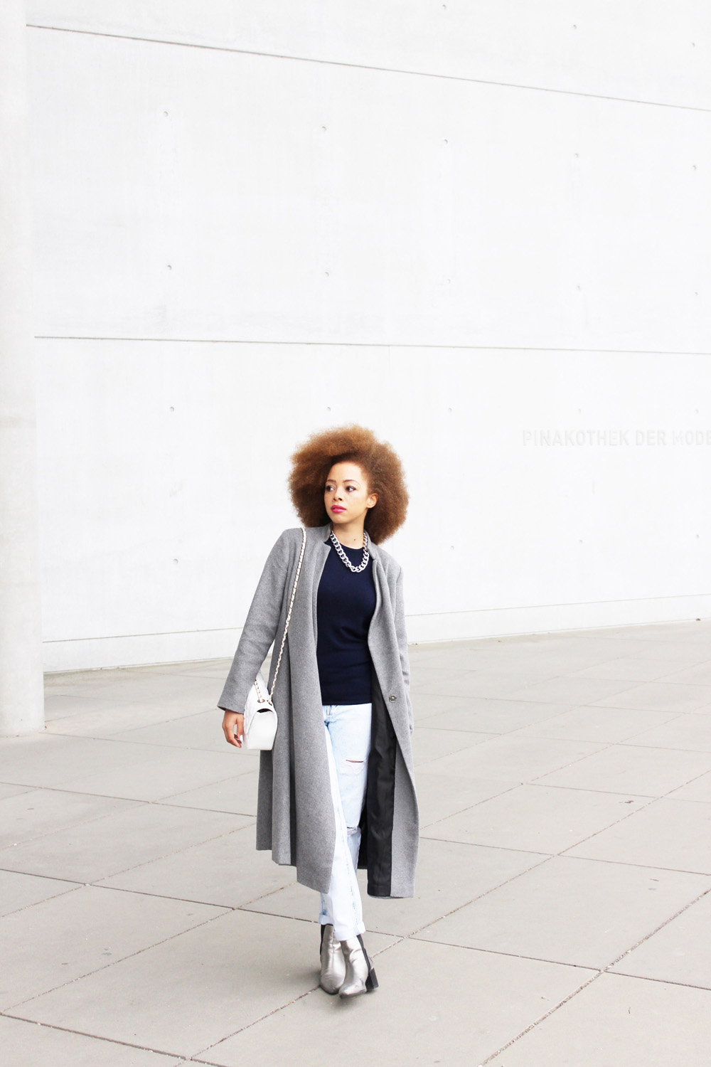 fatimayarie-afro-redcurls-grey-maxicoat-lilacsweater-ripped-jeans-img_3512