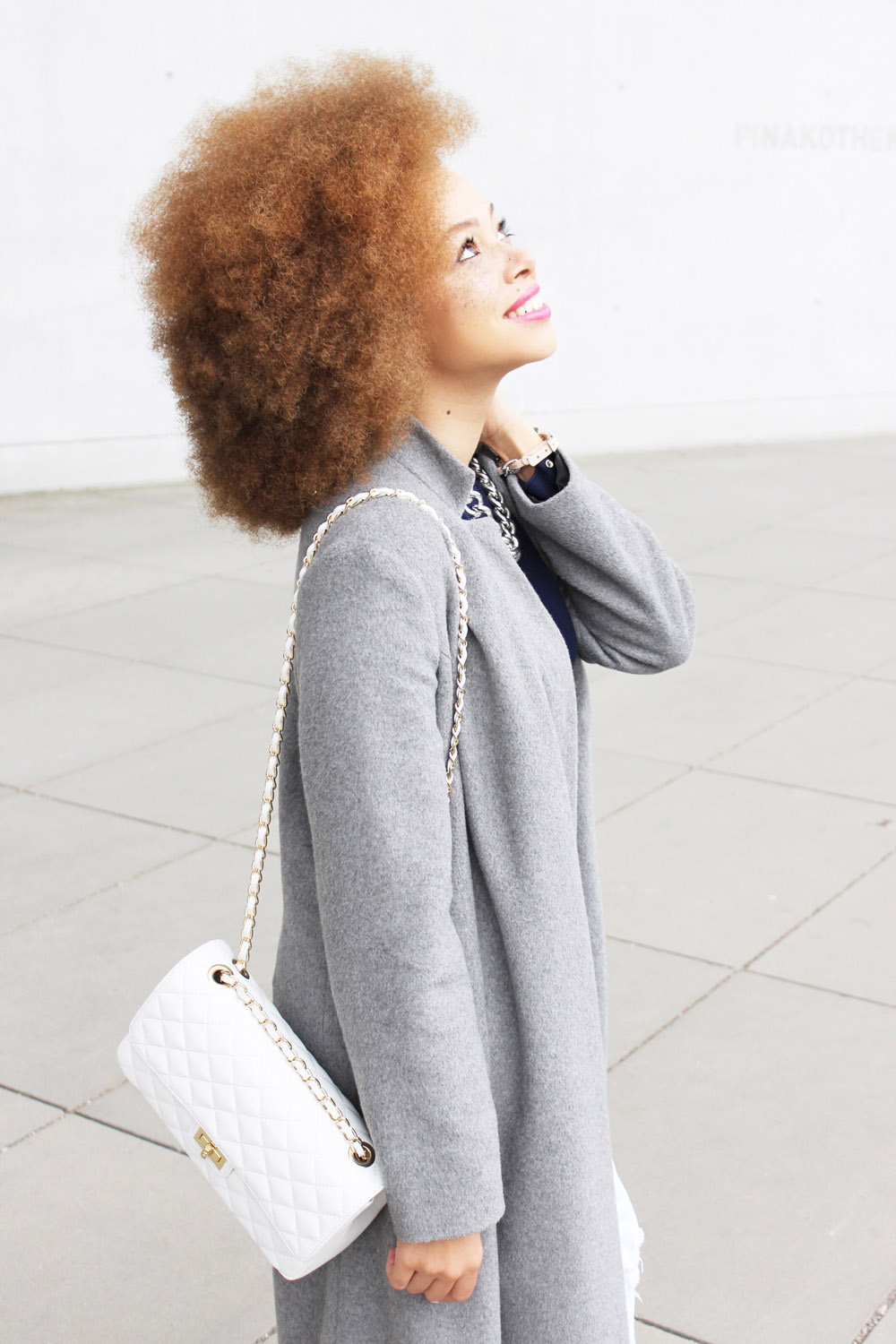 fatimayarie-afro-redcurls-grey-maxicoat-woolcoat-whitebag-img_3524
