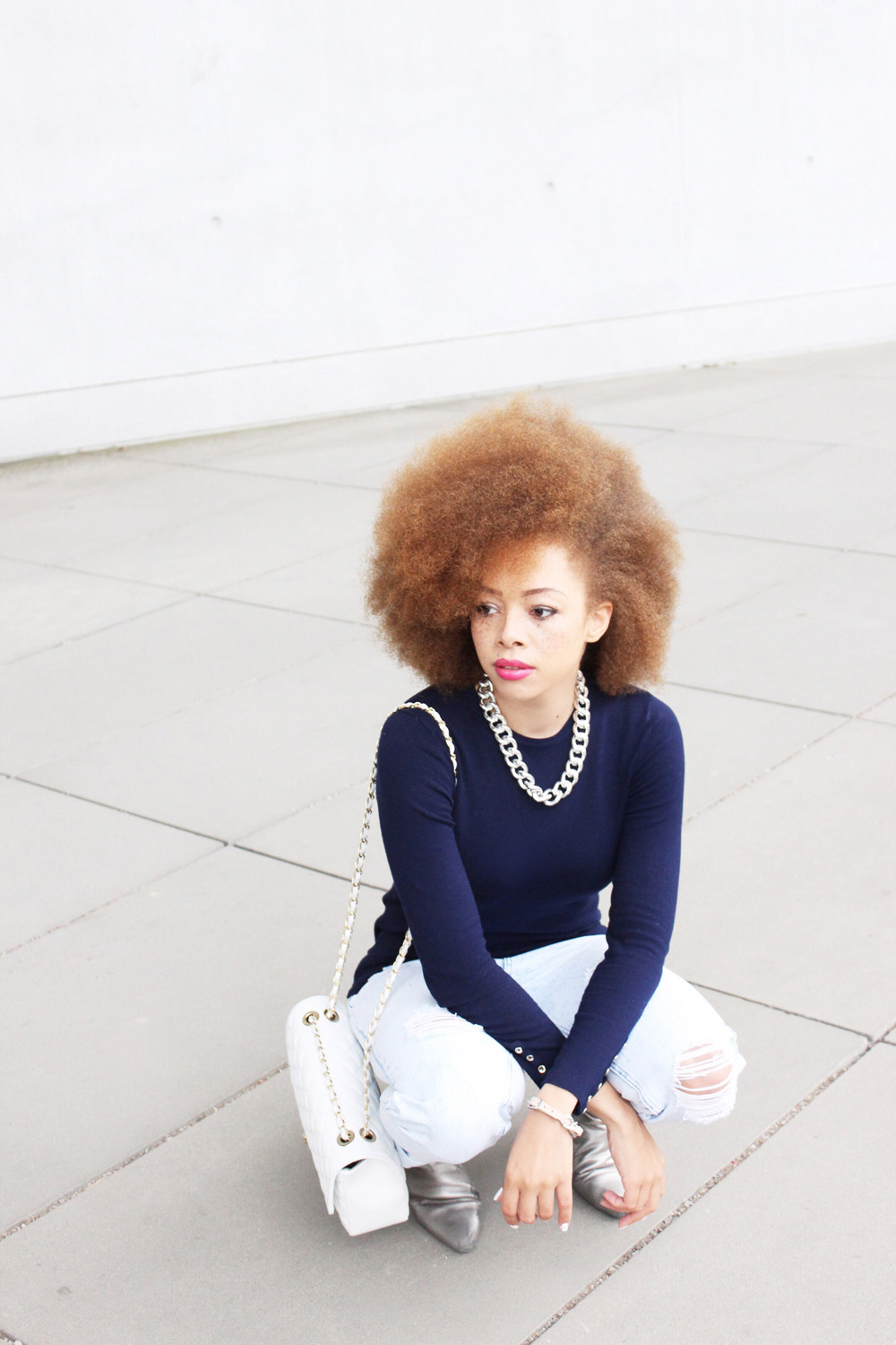 fatimayarie-afro-redcurls-statement-necklace-lilacsweater-rippedjeans-img_3522
