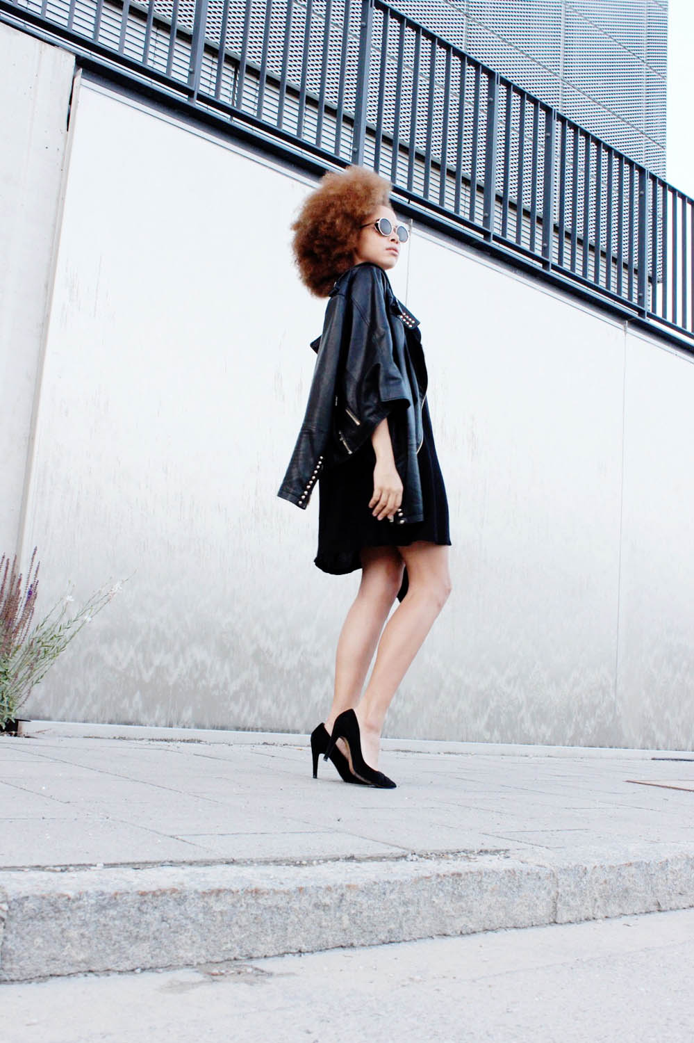 fatimayarie-afro-black-leatherjacket-suede-highheels-img_5018