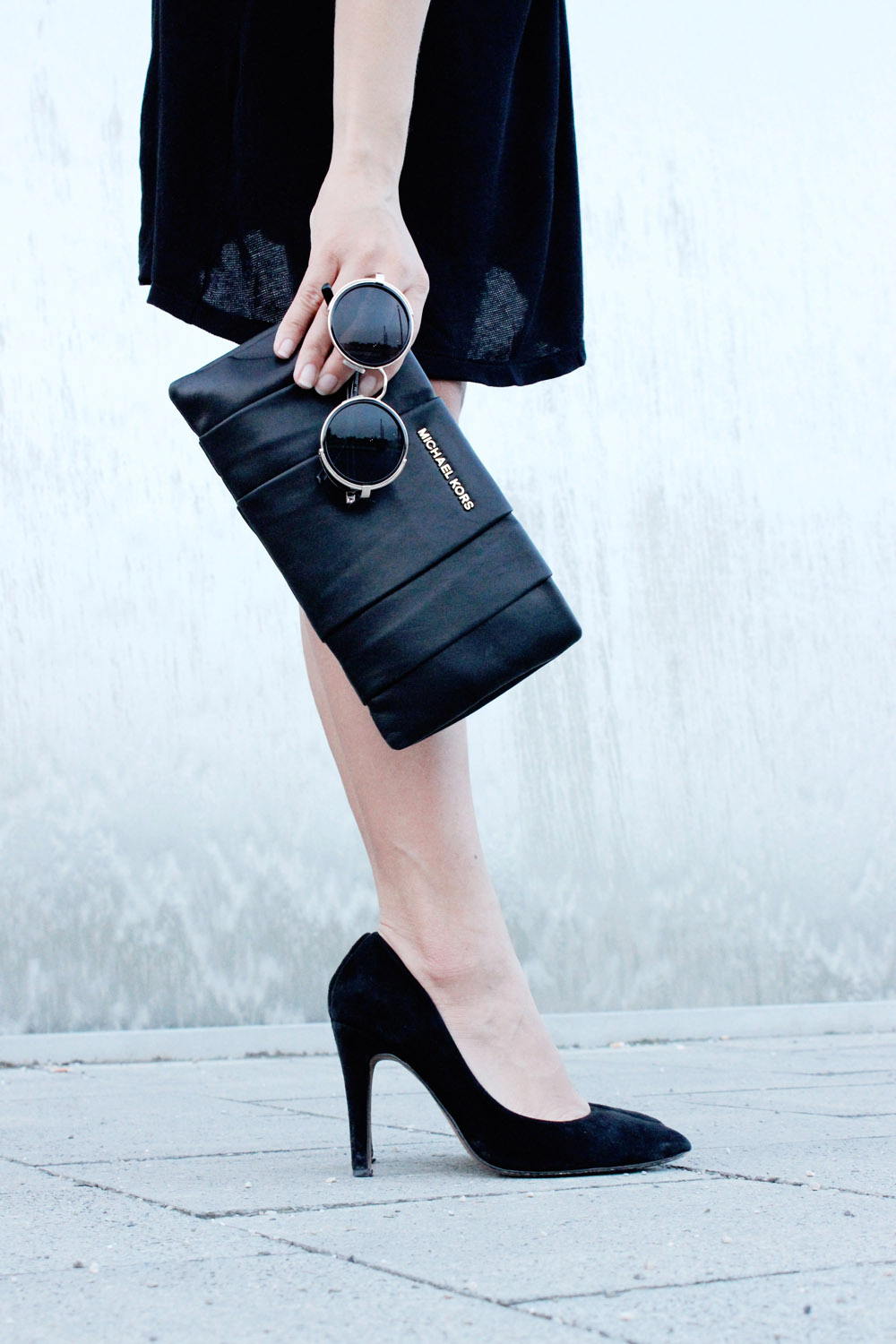 fatimayarie-michaelkors-black-leatherclutch-roundglasses-heels-img_5020