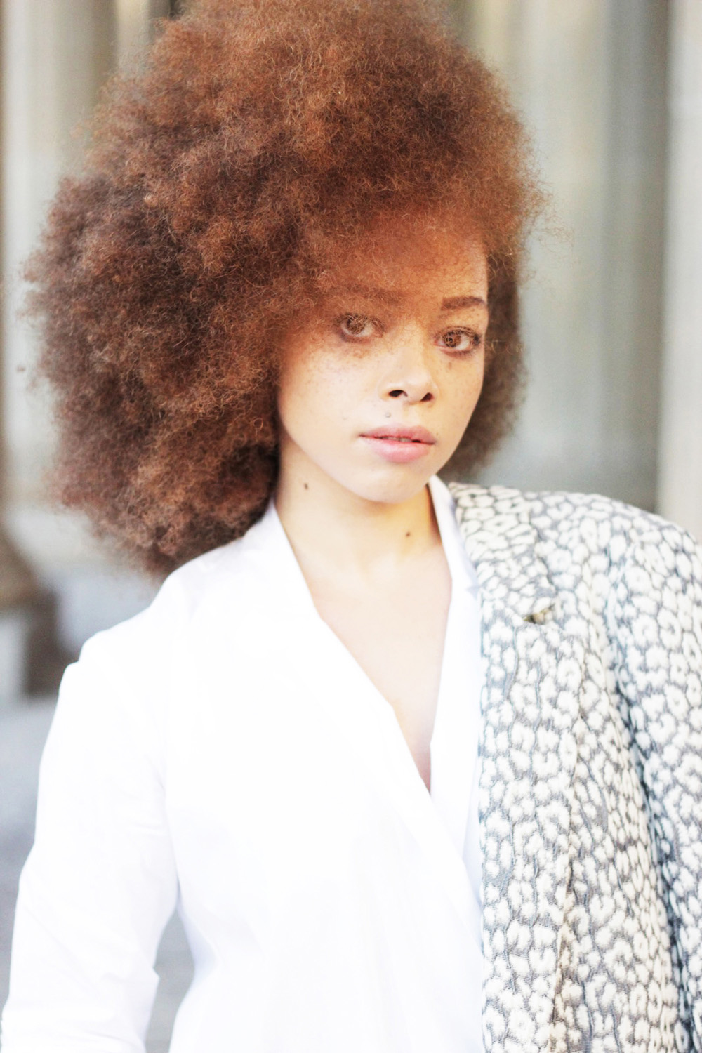 fatimayarie-afro-freckles-redcurls-naturalhair-patterned-blazer-berlinfashionweek-img_1776