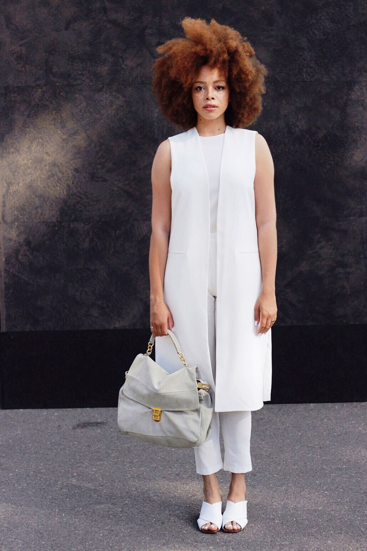 fatimayarie-afro-redcurls-coccinelle-fashionblog-allwhite-look-fashionweek-img_3700